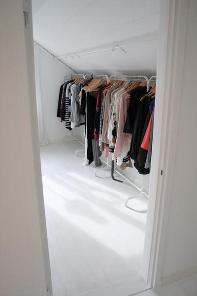 garderob,dressingroom,klädkammare,klädhängare,klädställning