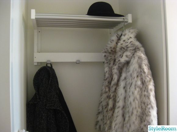 Bild på hatthylla min första bostadsrätt av carouselle