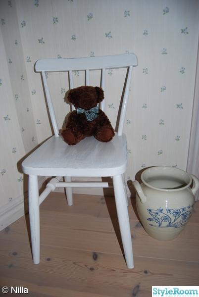 vitmålad stol