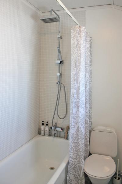 budgetrenovering,takdusch,vit mosaik,mosaik,badrum