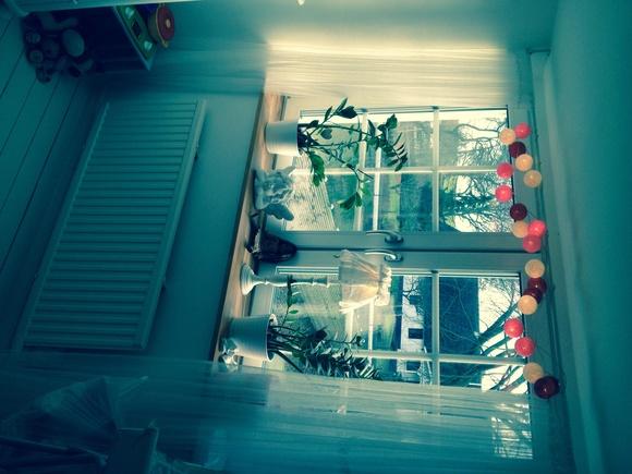 fönster,fönsterlampa,fönsterbräda,gardiner,lågt i tak