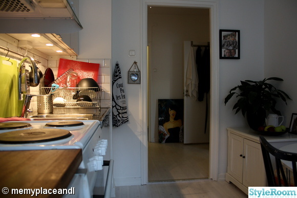 köket,vitt golv,färgklick,talva