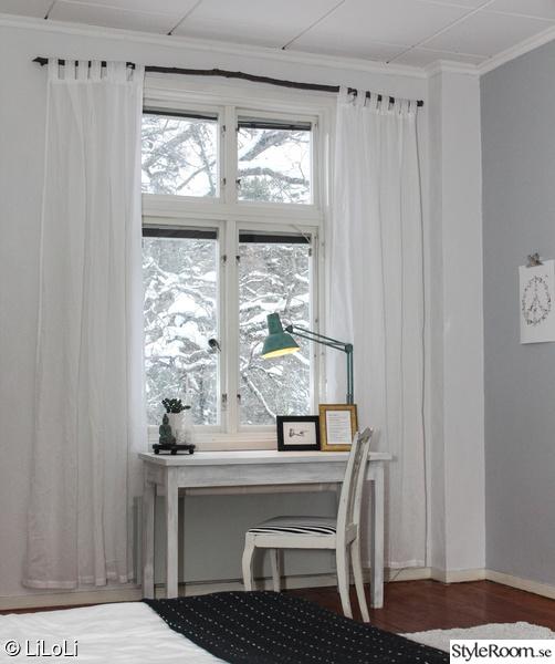 skrivbord,skrivbordslampa,stolar,sekelskifte,gardiner