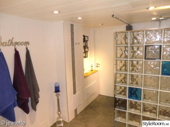badrumsspegel,badrumshylla,badrumsdetaljer,glasblock pyramids,badrummet