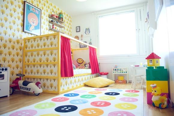 barnrum,barnsäng,kura säng,färgglatt,färg