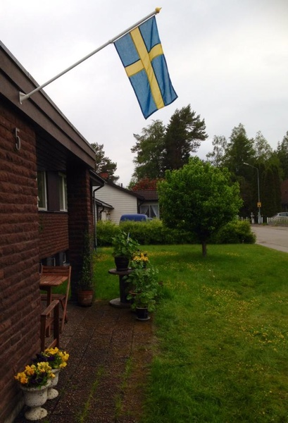 entre,fasadflagga,granngården,midsommar,70-talsvilla