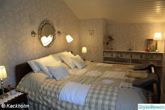 sovrum,lapptäcke,silverspegel,förvaringshylla,korgar förvaring