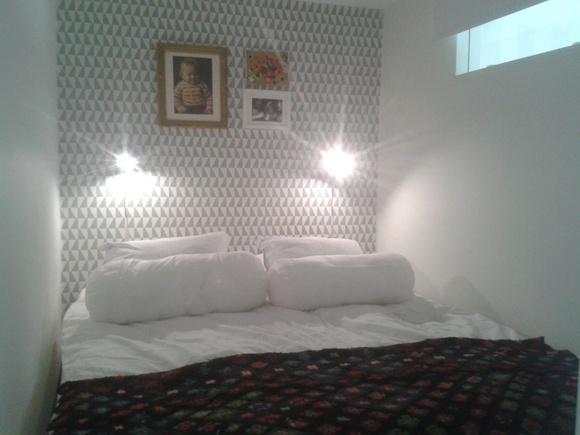 sovrum,mormorsrutor,ljusinsläpp,litet sovrum,skjutdörr