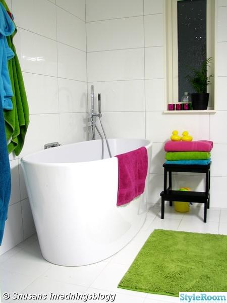 badrum,badkar,vitt,färgglatt,handdukar