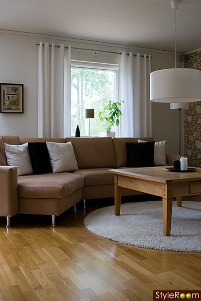 vardagsrum,kuddar,soffa,soffbord