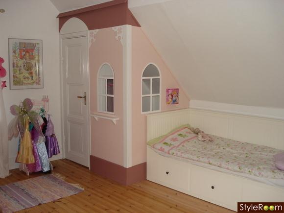lekstuga,koja,garderob,barnsäng,barnrum
