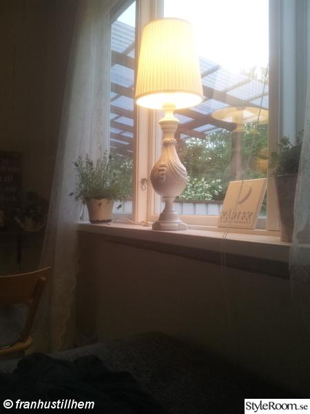 lampa efter,vit lampa,ommålat,lantligt,recycling