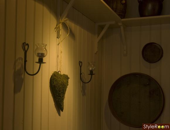 vägg i kök,ljuslyktor,vägglyktor,hjärtan,Pärlspontvägg
