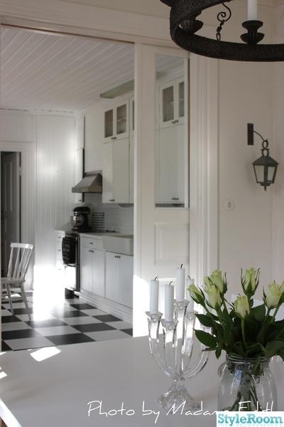 Fint Koksgolv : fint koksgolv  Renovering av vorat sekelskifteshus i mycket vitt