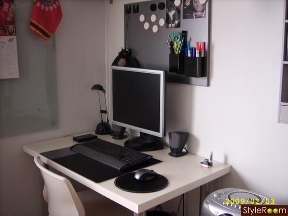 skrivbord,anslagstavla,ikea
