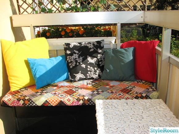 vitt bord,soffa,färgglatt,kuddhörna