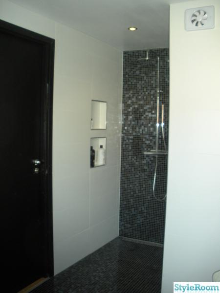 dusch,glasmosaik,mosaik,golvbrunn,golvränna
