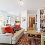 """Bilder på när man """"byggt för"""" ett passage med soffa och hyllor för att skapa nytt uttrymme?"""