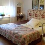 Romantisk sänggavel från Mio möbler