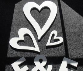Hemma gjorda bokstäver av mdf