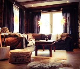 Rustikt vardagsrum och kök