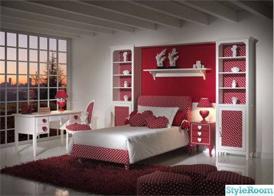 337296 red and white in teenage bedroom