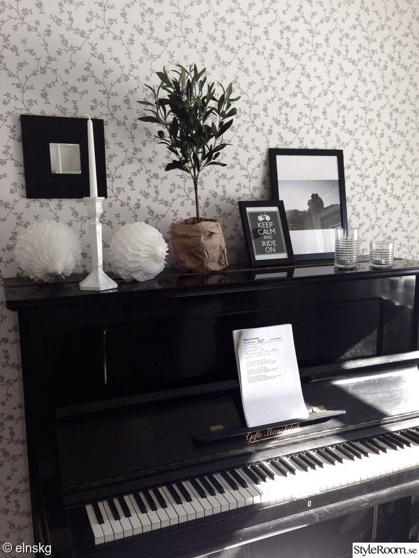 piano,stilleben,olivträd,papperspåse,prints