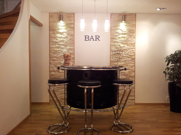 bar,spotlights