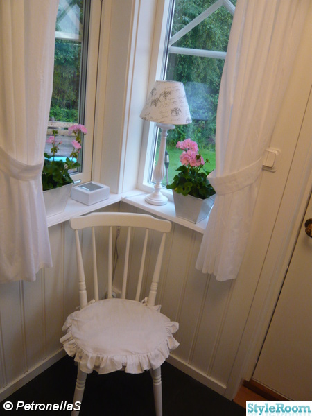 hall,pinnstol,shabby chic,pelargon,pärlspont